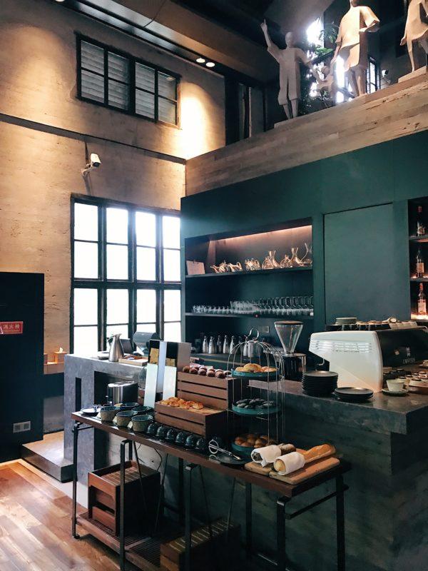 Bakermatshop Interieur | maatwerk meubelen voor particulier en horeca staalwerk reclame en graveren